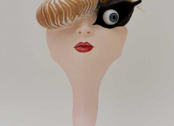 Brigitte Szenczi - Belinda - 12 x 13 x 25,5 cm - Escultura madera y materiales diversos - 2015